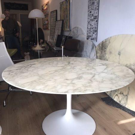 Grande table V Saarinen Tulipe Knoll International (137cm de diamétre)