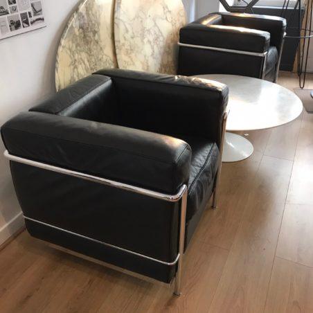 Fauteuils LC2 Le Corbusier pour Cassina numérotés