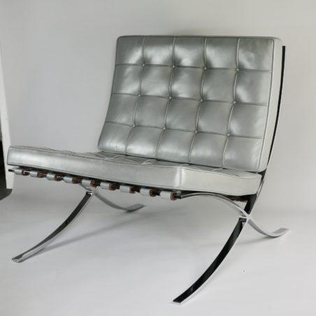 V Barcelona cuir gris clair patiné Knoll Studio