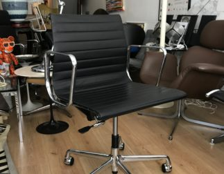 Fauteuil Aluminium group EA 117 Charles Eames édition Vitra