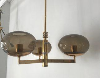 Beau Lustre Sciolari métal doré, laiton et globes en verre fumé années 70