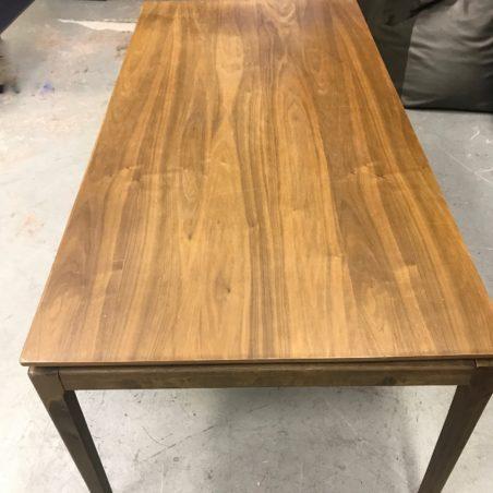 Belle table Scandinave, très beau plateau en bois massif