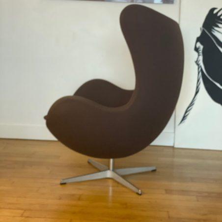 Authentique fauteuil Egg des années 2000