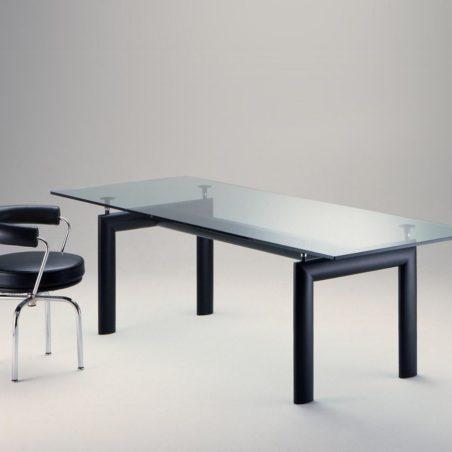 Z Plusieurs tables lc6 design Le Corbusier Perriand Jeanneret, éditions Cassina