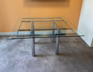 Table ANDRE Knoll International