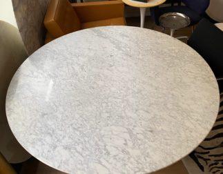 Grande table Saarinen (152cm de diamètre) édition Knoll Studio état neuf