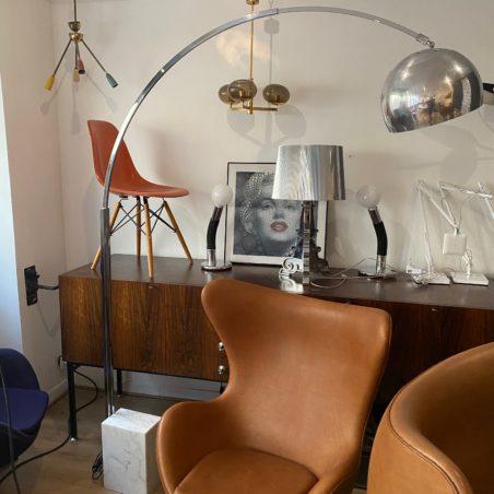 Grand lampadaire type Arc, beau travail italien des années 70