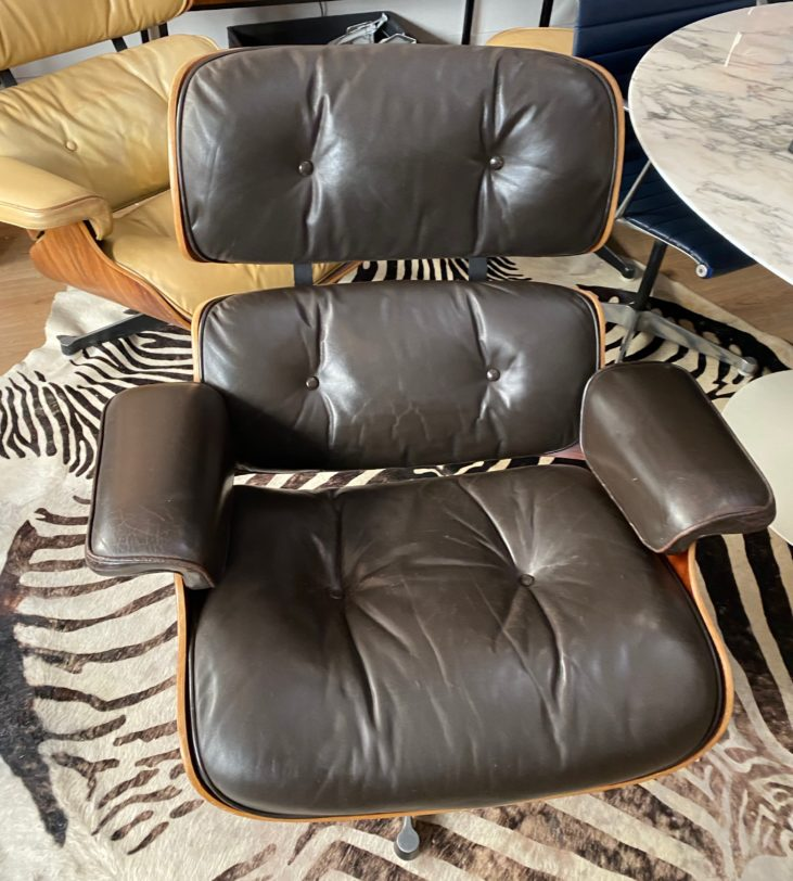 Lounge Chair brun foncé,Charles & Ray Eames édition mobilier international circa 1975.