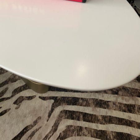 Martine CAZES et Thierry CONQUET Table basse ovale en corian H 44 x L 170 x P 55 cm