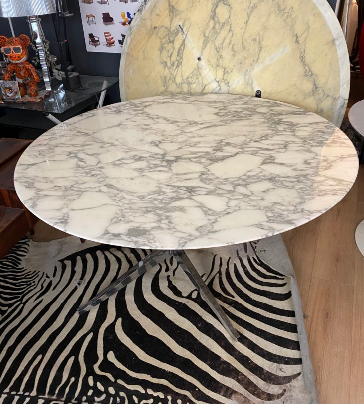 table Florence Knoll, 137cm de diamètre en marbre de Arabescaro, édition Knoll International